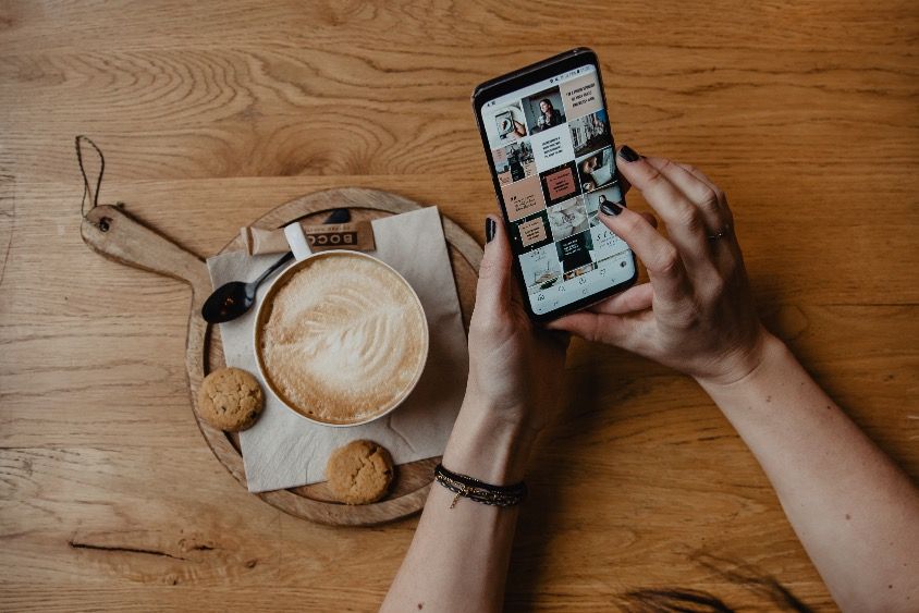 Socially Sanne - Pinterest, Instagram en Content Marketing - telefoon